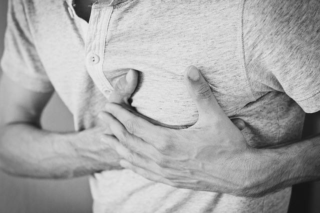 Comment réaliser un massage cardiaque chez un enfant ou un adulte?